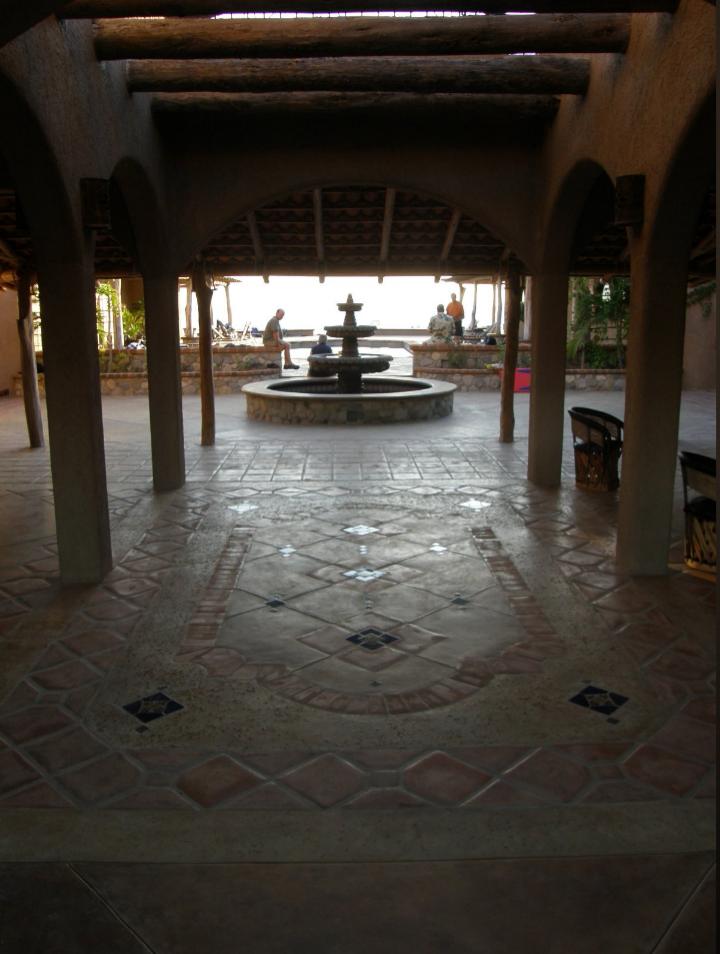 courtyardviewviawalkway